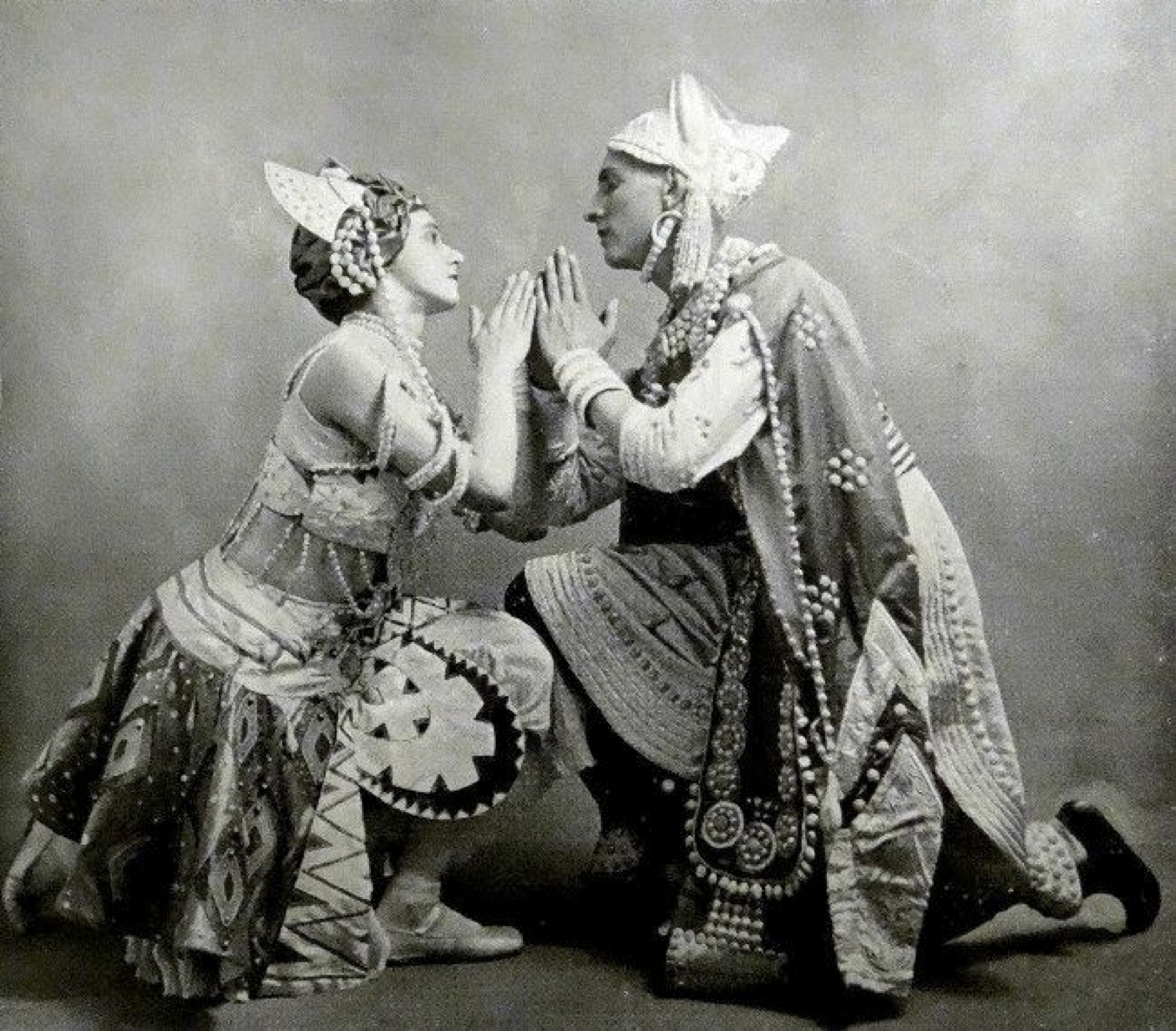 Кръстопътните начала и разклонения на професионалния балет в България
